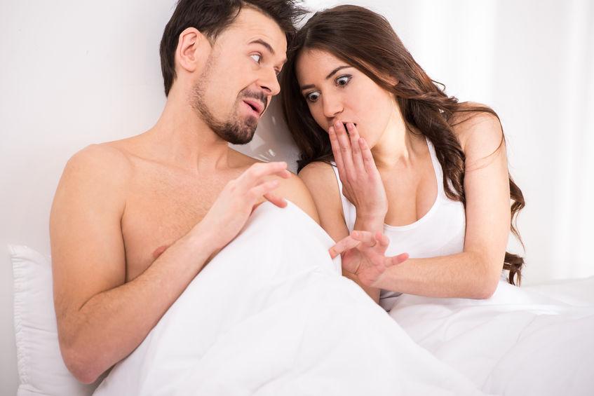 micropenis face à une femme